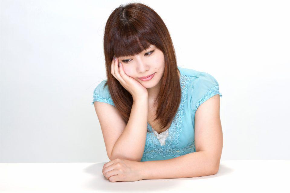 www-pakutaso-com-shared-img-thumb-n112_hooduewotukujyosei